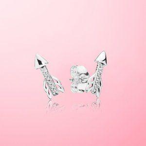 😋Pandora Sparkling Arrow Stud Earrings